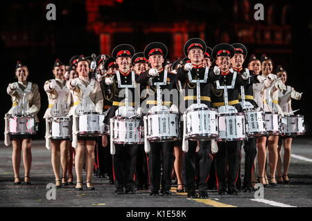 Moskau, Russland. 25 Aug, 2017. Die Band des Moskau militärische Hochschule für Musik bei der Generalprobe der Eröffnungsfeier - Stockfoto