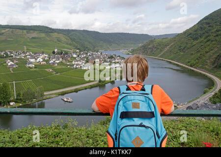 Blick über die Mosel von Ellenz-Poltersdorf vom Schloss, Beilstein, Mosel, Rheinland-Pfalz, Deutschland - Stockfoto