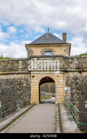 Eingang in die Wände von La Citadelle de Blaye (Citadelle de Vaubon) in Blaye, eine französische Gemeinde im Département - Stockfoto