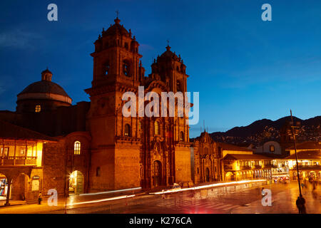 Iglesia de la Compañía bei Dämmerung, Plaza de Armas, Cusco, Peru, Südamerika - Stockfoto