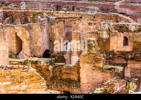 Kolosseum Rom, Italien. Von Kaiser Vespasian und Titus im Jahr 80 AD mit Sand und Beton größten Amphitheaters jeden - Stockfoto