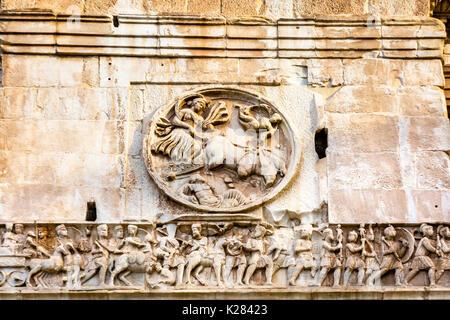 Statuen Skulpturen Konstantinsbogen Rom Italien Arch in 315 AD-Kaiser Konstantins Sieg über Co in 312 zu feiern - Stockfoto