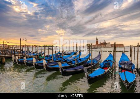 Venedig Canal Grande und Gondel Boot bei Sonnenaufgang, Venedig (Venezia), Italien