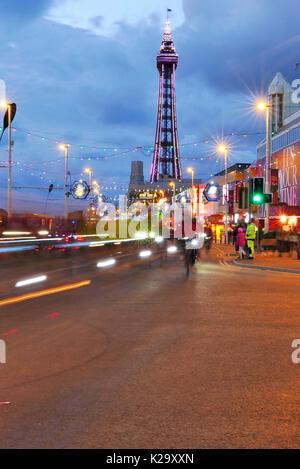 Blackpool, Großbritannien. 29 Aug, 2017. Die Lichter jährliche Radfahren durch die illuminationen Fahren. Blackpool - Stockfoto
