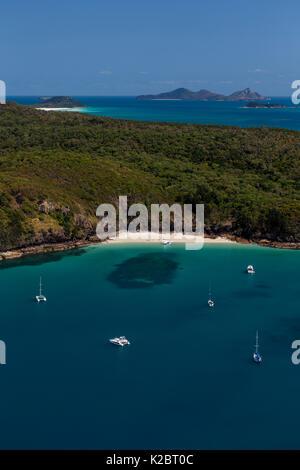 Luftaufnahme von Yachten im Hafen von Whitsunday Island, Great Barrier Reef, Australien. November 2012. - Stockfoto