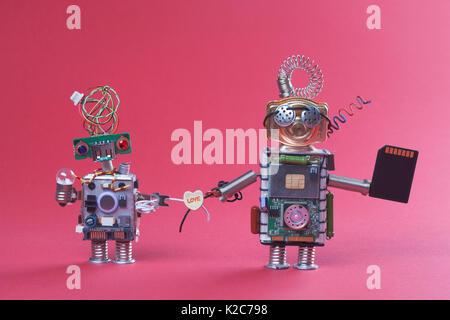 Zwei Roboter in Liebe Hände halten Draht Kunststoff Herz. Paar Retro Stil Mechanismus Zeichen schwarz Microchip - Stockfoto