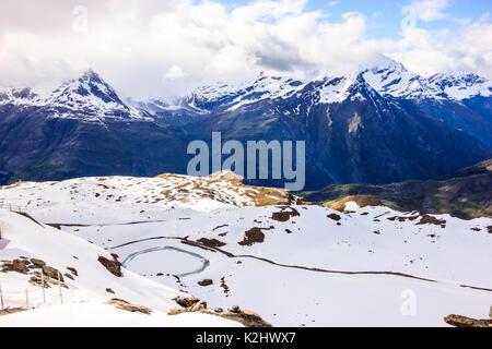 Majestic verträumten Blick auf die schneebedeckten Schweizer Alpen Umgebung Gornergrat Station, Zermatt, Schweiz, - Stockfoto