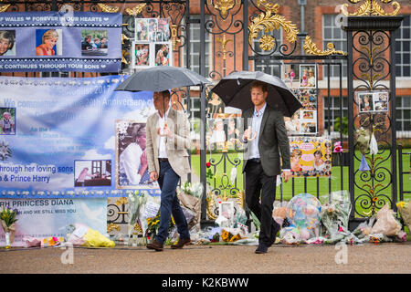 London, Großbritannien. 30 Aug, 2017. TRH die Prinzen William und Harry würdigte ihre Mutter, Prinzessin Diana, - Stockfoto