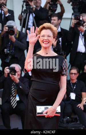 Venedig, Italien. 30 Aug, 2017. Venedig, Italien - 30. August: Jury-mitglied Annette Bening Spaziergänge auf dem - Stockfoto