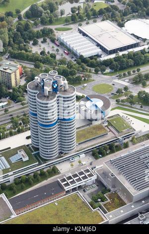 Luftaufnahme von BMW-Zentrale und Museum, am Riesenfeld, München, Deutschland - Stockfoto
