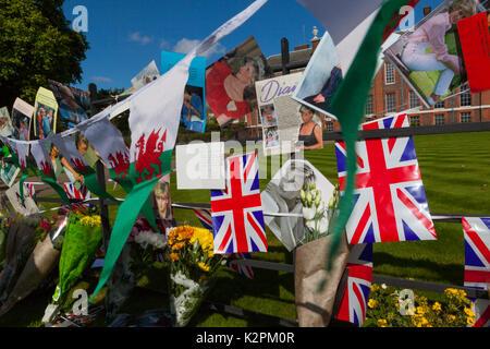 London, Großbritannien. 31 Aug, 2017. Diana, 20-Jähriges Jubiläum: Kensington Palace, London, Großbritannien. 31 - Stockfoto