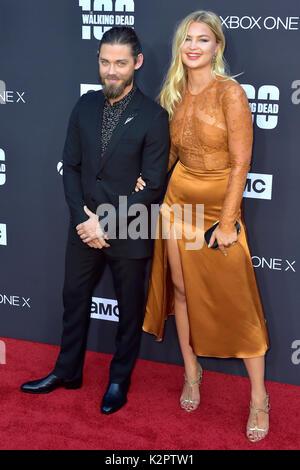"""Los Angeles, USA. 22 Okt, 2017. Tom Payne und Jennifer akerman Besuchen der AMC """"The Walking Dead"""" Jahreszeit 8 - Stockfoto"""