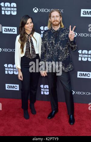 """Los Angeles, USA. 22 Okt, 2017. Austin amelio und Gast der AMC """"The Walking Dead"""" Jahreszeit 8 Premiere und die - Stockfoto"""
