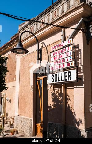 Sóller ist eine Stadt-, Hafen- und Gemeinde an der Westküste von Mallorca ist berühmt für seine Eisenbahn, auf den - Stockfoto