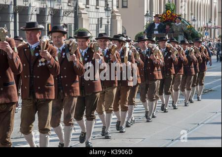 Das Oktoberfest in München ist einer der größten Bier- und Volksfest der Welt. Die öffentliche Eröffnung Parade - Stockfoto