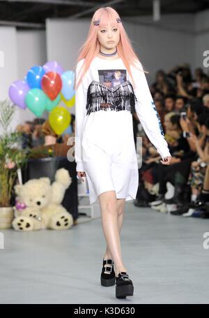 Foto muss Gutgeschrieben © Alpha werden Drücken Sie 078237 16/09/2016 Modell Ashley Williams Fashion Show bei der - Stockfoto