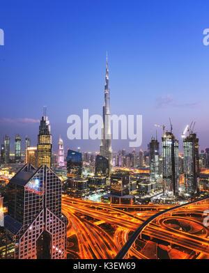 Der Burj Khalifa Tower bei Nacht. Dieser Wolkenkratzer ist der höchste Mann-Struktur in der Welt gemacht, Messung - Stockfoto