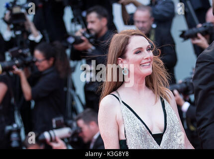 Venedig, Italien. 2. Sep 2017. Schauspielerin Julianne Moore besucht die Premiere des Films 'uburbicon im Wettbewerb - Stockfoto