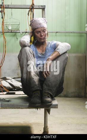 """CHARLIZE theron Sterne als Josey zielt in einer Szene von Warner Bros. Bilder ' Drama, """"North Country."""" - Stockfoto"""