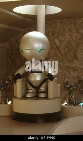Der Anhalter durch die Galaxis [Marvin der Paranoid Android (Warwick Davis, Stimme von Alan Rickman) in einer Szene - Stockfoto