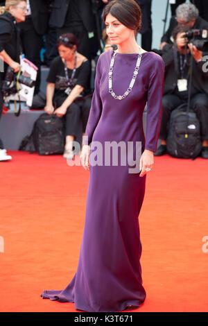 Venedig, Italien. 2. Sep 2017. Alessandra Mastronardi bei der Premiere des Films Suburbicon auf dem 74. Filmfestival - Stockfoto