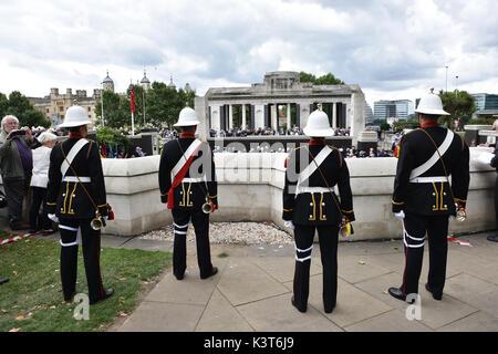 Trinity Square Gardens, London, UK. 3. September 2017. Die jährlichen Handelsmarine Tag Gedenkgottestdienst in Trinity - Stockfoto