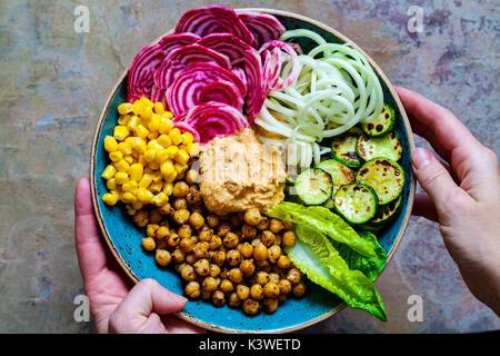 Vegan Buddha Schüssel mit gemischtem Gemüse