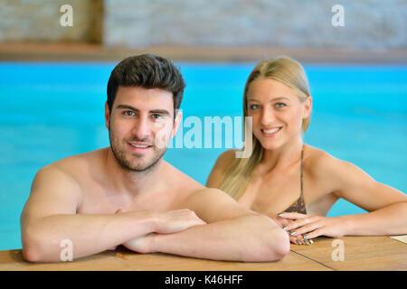 Paar beim Wellness Wochenende und Spa - Stockfoto