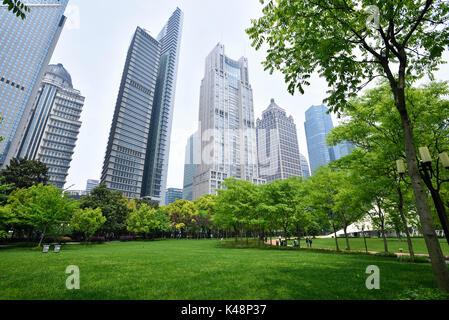 Der Central Park im Geschäftsviertel Lujiazui, Shanghai, China. - Stockfoto