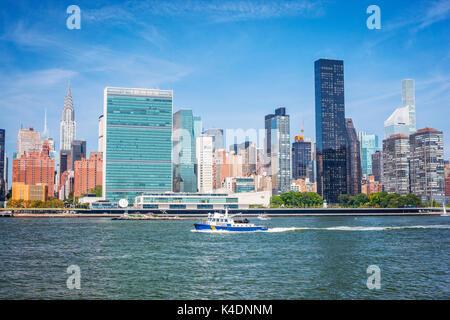 New York City Skyline, East River. - Stockfoto