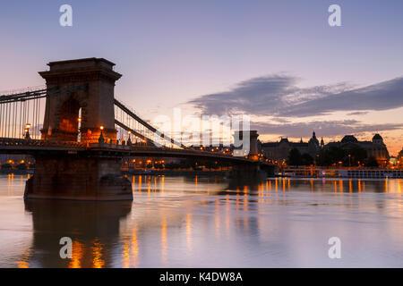 Morgen Blick auf die Innenstadt von Budapest über die Donau, Ungarn. - Stockfoto