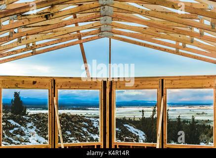Eine Struktur mit einer Ansicht ist im Bau in Oregon, USA. - Stockfoto