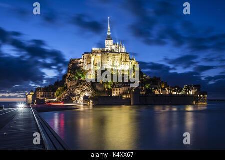 Mont Saint-Michel (St. Michael's Mount), Normandie, Nord-westlichen Frankreich: Le Mont Saint-Michel während der - Stockfoto