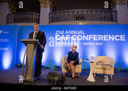 Washington, USA. 07 Sep, 2017. Uns Lateinamerika Experte im Nationalen Sicherheitsrat, Rick Waddell (L), liefert - Stockfoto