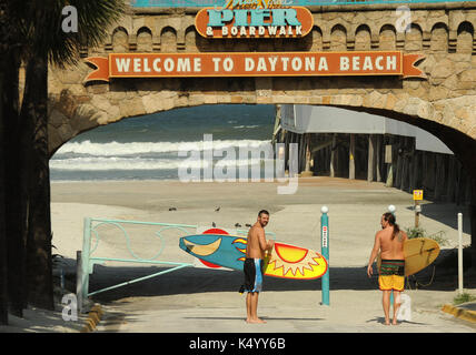 Daytona Beach, Vereinigte Staaten. 07 Sep, 2017. September 7, 2017 - Daytona Beach, Florida, United States - zwei - Stockfoto