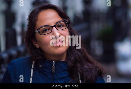 Junge 20 Jahre alte Frau - bis Schuß schließen - Stockfoto