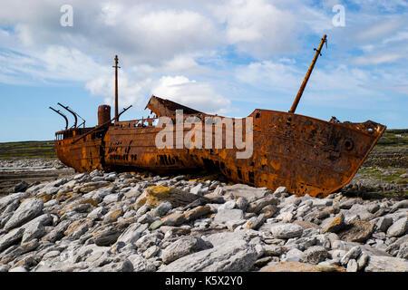 Schiffbruch auf den Felsen - Stockfoto