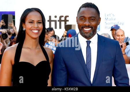 Idris Elba und Sabrina dhowre Teilnahme an der 'Berg zwischen uns 'Premiere während der 42 Toronto International - Stockfoto