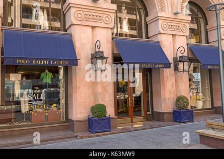 Stockfoto Polo Ralph Lauren store in Eriwan, Armenien. Ralph Lauren Frau  Kleidung in großen Kaufhaus in Spanien ... 8e39d76f01