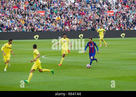 Leo Messi Angriffe mit Kugel - 6/5/17 Barcelona gegen Villarreal Fußball-Liga Match im Camp Nou, Barcelona. - Stockfoto