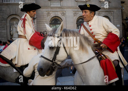 Barcelona, Spanien. 11 Sep, 2017. Männer, gekleidet in traditionellen Kostümen an den Veranstaltungen anlässlich - Stockfoto