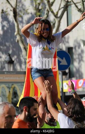 Barcelona, Spanien. 11 Sep, 2017. Menschen die Teilnahme mit katalanischen städtischer Abgeordneter Symbole an der - Stockfoto