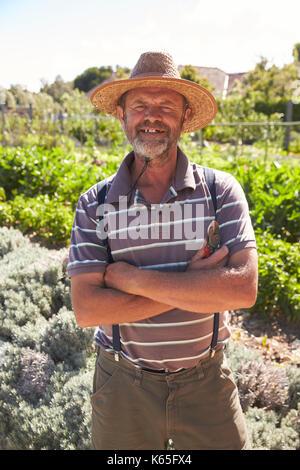 Portrait von reifer Mann in Gemeinschaft Zuteilung - Stockfoto