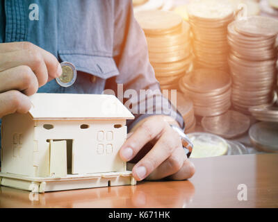 Speichern Konzept, man spart Geld ein Haus kaufen - Stockfoto