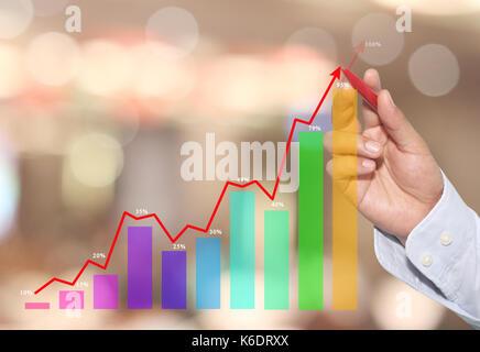 Geschäftsmann in der Spitze der Business graph auf abstrakten unscharfen Hintergrund, Konzept finanzielle Symbole - Stockfoto