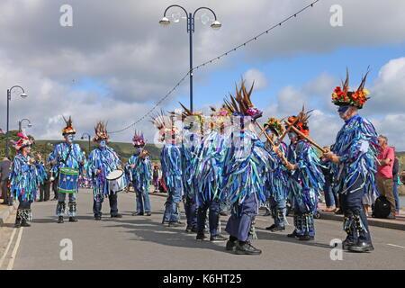 Exmoor Grenze Morris Dancers, Shore Road, Swanage Folk Festival 2017, Isle of Purbeck, Dorset, England, Großbritannien, - Stockfoto