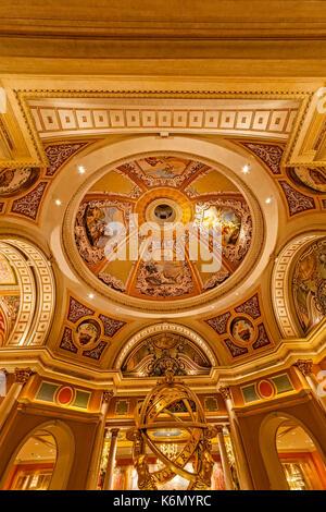 Das Venetian Las Vegas - Decke Kunst, Armillarsphäre und architektonische Details im Venetian Hotel & Casino in - Stockfoto