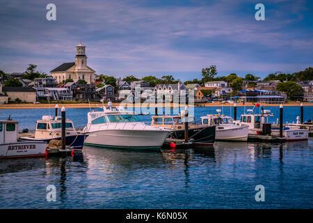 Einen schönen Nachmittag an der bunten P-Town Harbour in Cape Cod, Massachusetts. - Stockfoto