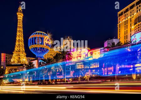Las Vegas Strip-Show-hellen Streifen von fahrzeugverkehr in der Las Vegas Strip in Nevada zusammen mit den beleuchteten - Stockfoto