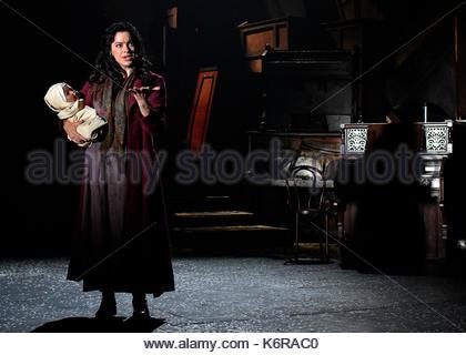 London, Großbritannien. 13 Sep, 2017. Woyzeck im Winter im Barbican Theatre London, UK. 13 Sep, 2017. Sullivan Galway - Stockfoto